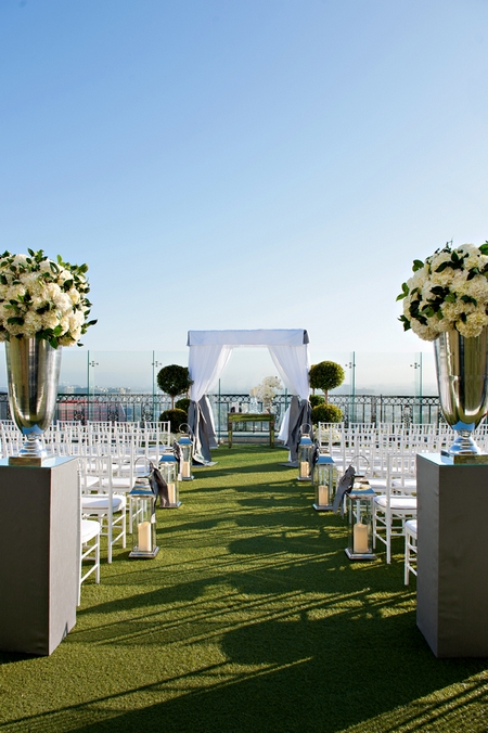 Wedding ceremony seating at The London Hotel in California - Picture by Yvette Roman Photography