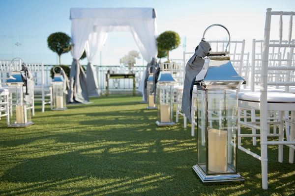Lamps next to wedding ceremony seating - Picture by Yvette Roman Photography