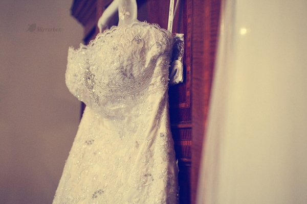 Vintage wedding dress - Picture by Mirrorbox Photography