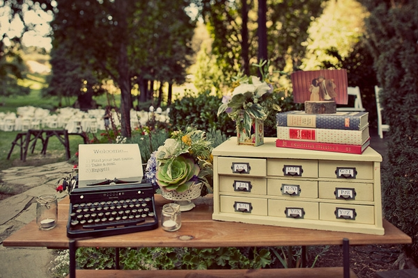 Vintage typewriter at wedding - Picture by Paco and Betty
