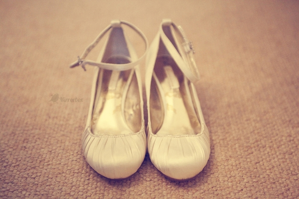 Wedding shoes - Picture by Mirrorbox Photography