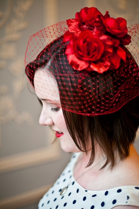Bride with red birdcage fascinator - Picture by Anneli Marinovich Photography