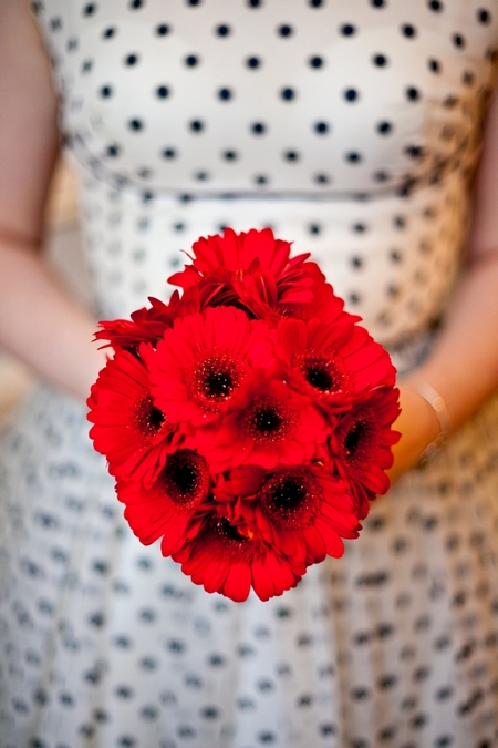 Red bridal bouquet - Picture by Anneli Marinovich Photography