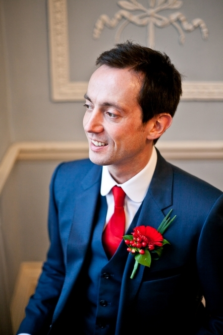 Groom with blue suit and red tie - Picture by Anneli Marinovich Photography