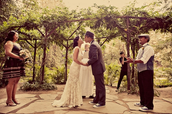 Bride and groom kissing during vintage wedding ceremony - Picture by Paco and Betty