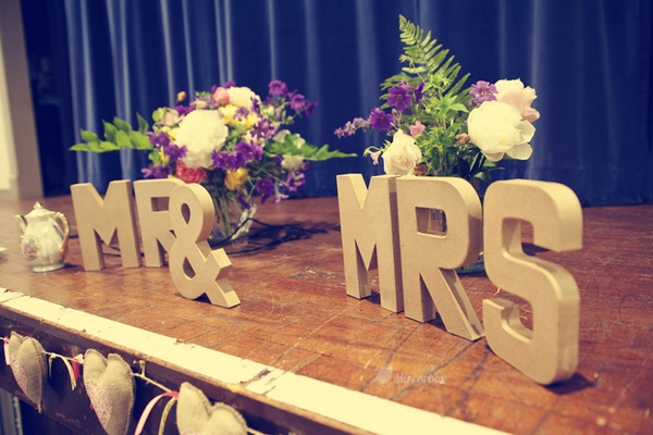 Gold Mr and Mrs letters - Picture by Mirrorbox Photography