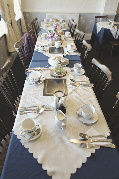 Simple wedding table layout - Picture by York Place Studios