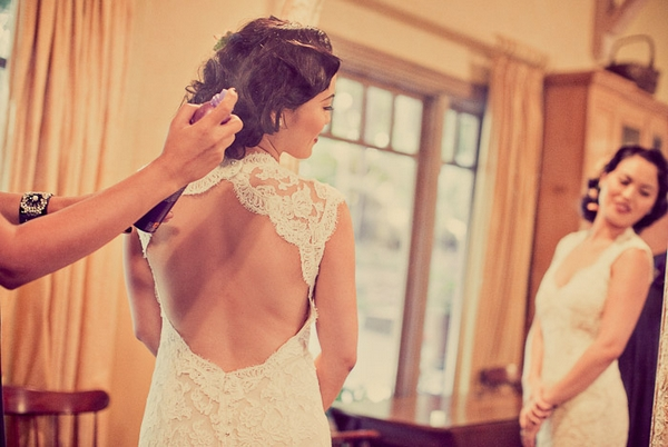 Keyhole back wedding dress - Picture by Paco and Betty