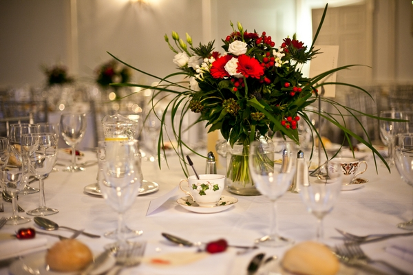 Wedding table flowers - Picture by Anneli Marinovich Photography