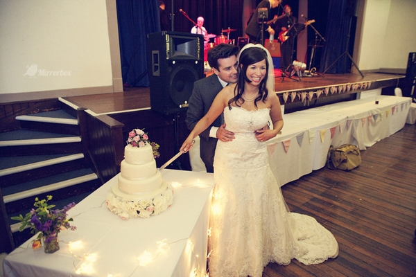 Bride and groom cutting cake - Picture by Mirrorbox Photography