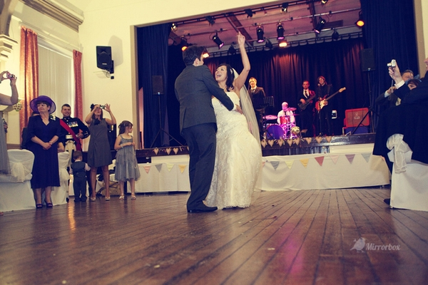 Bride and groom wedding dance - Picture by Mirrorbox Photography