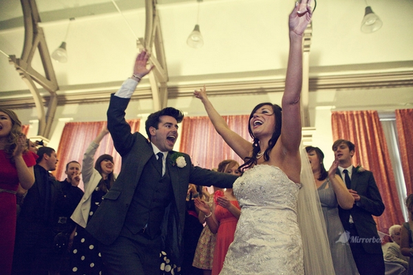 Bride and groom dancing - Picture by Mirrorbox Photography