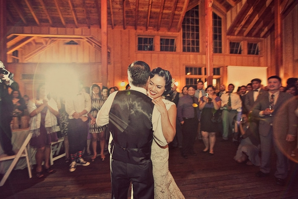 Vintage bride and groom dance - Picture by Paco and Betty