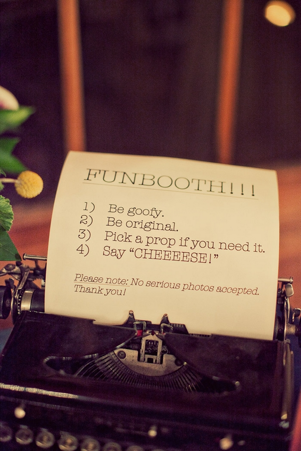 Vintage typewriter with funbooth instructions - Picture by Paco and Betty