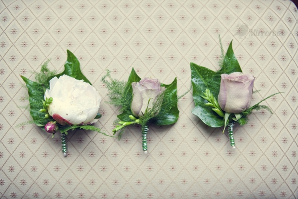 Buttonholes - Picture by Mirrorbox Photography