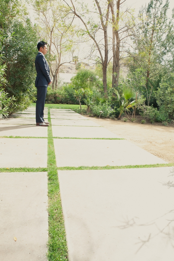 Groom standing waiting - Picture by onelove photography