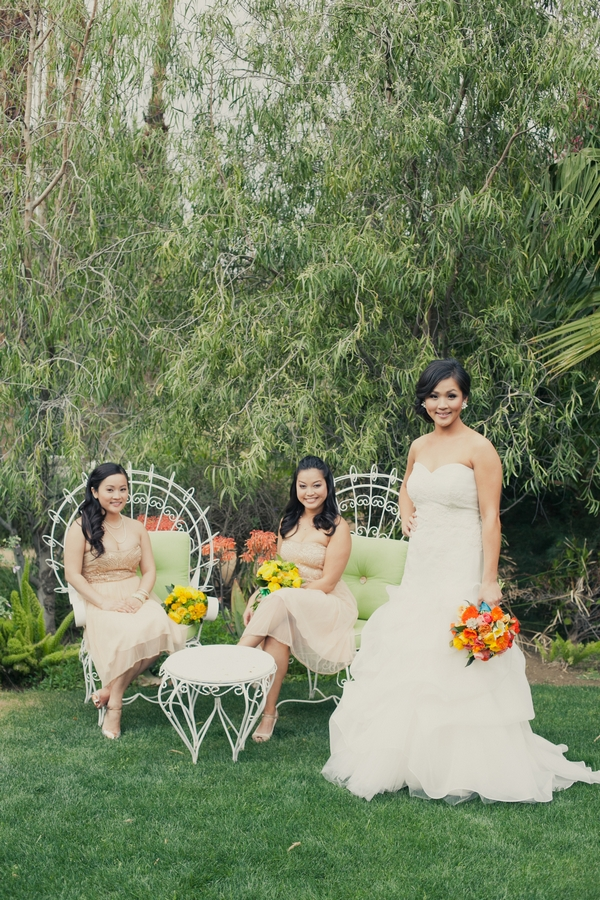 Bride with bridesmaids - Picture by onelove photography