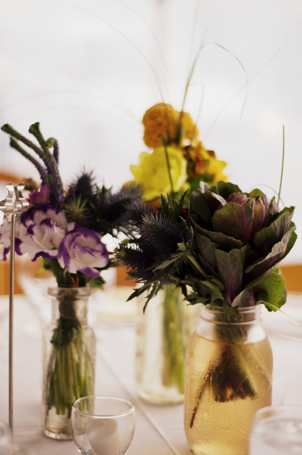 Wedding table flowers in jars - Picture by Judy Pak Photography