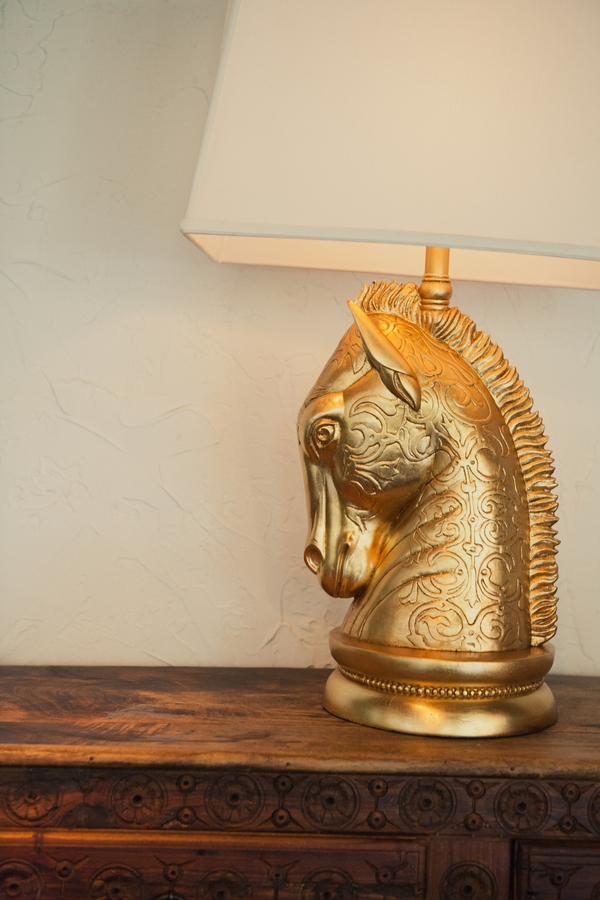 Golden horse head lamp - Picture by onelove photography