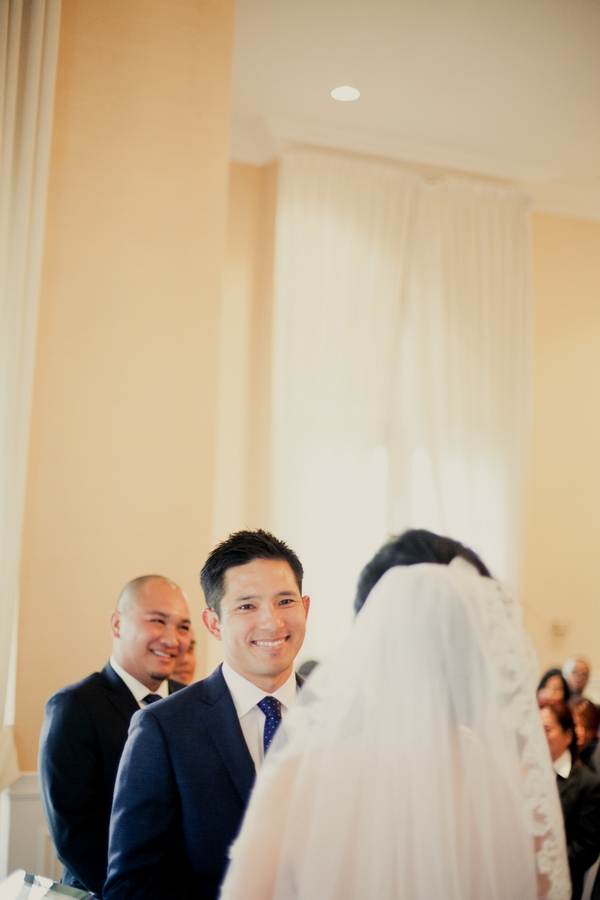Groom looking at bride in wedding ceremony - Picture by onelove photography