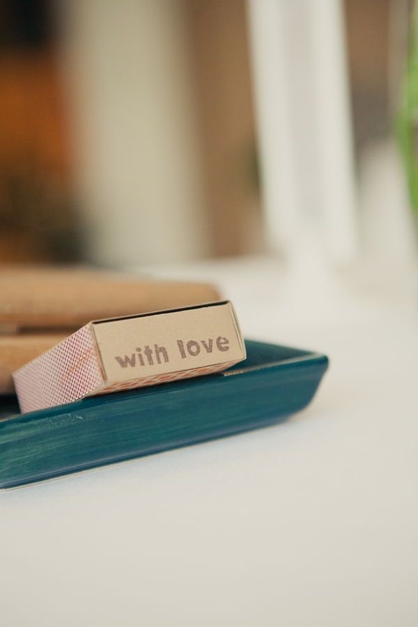 Matches with lettering saying with love - Picture by onelove photography