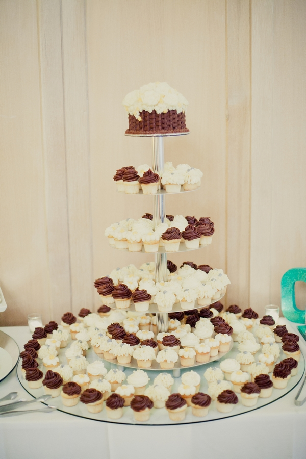 Display of wedding sweets - Picture by onelove photography