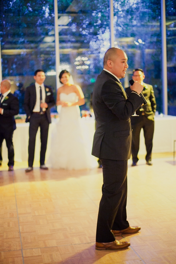 Best man giving wedding speech - Picture by onelove photography