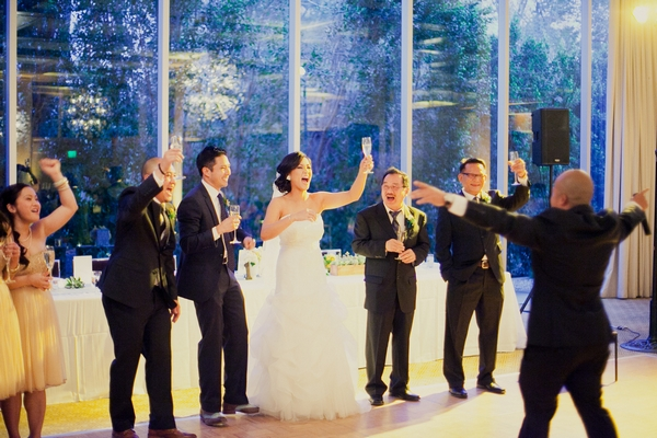 Bridal party toasting speech - Picture by onelove photography