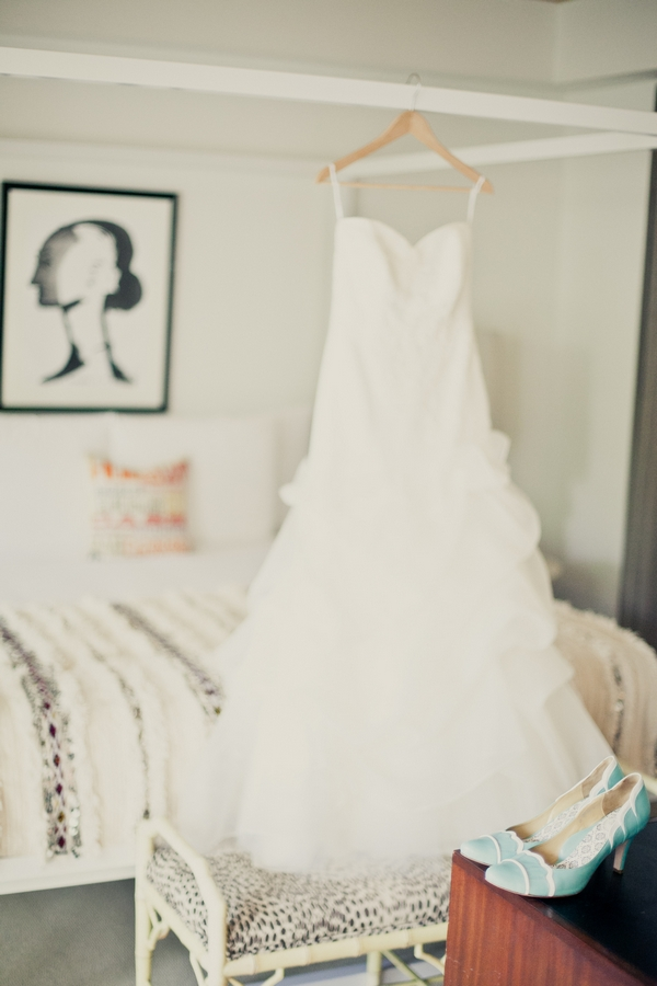 Wedding dress hanging - Picture by onelove photography