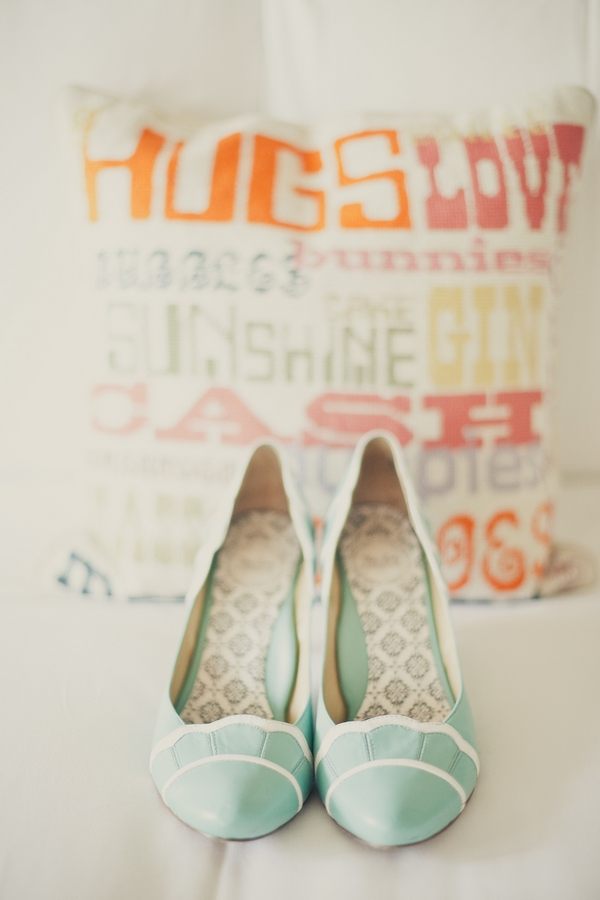 Light green wedding shoes - Picture by onelove photography