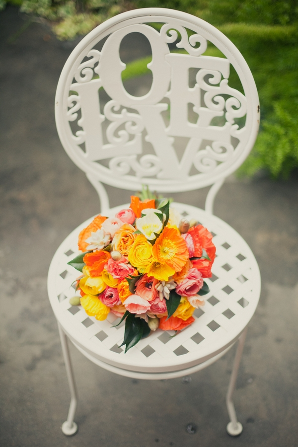 Bright wedding bouquet on chair - Picture by onelove photography