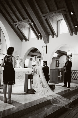 Bride and groom kneeling at altar - Picture by Joielala