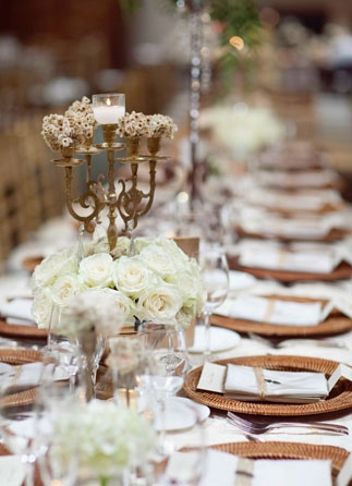 Rose wedding table flowers - Picture by Joielala