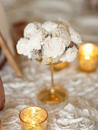Close up of wedding table flower decoration - Picture by Joielala