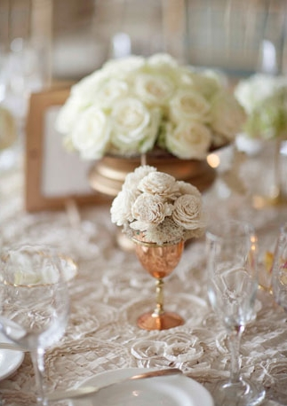 Wedding table flowers - Picture by Joielala