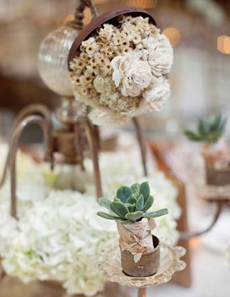 Succulent wedding decoration - Picture by Joielala