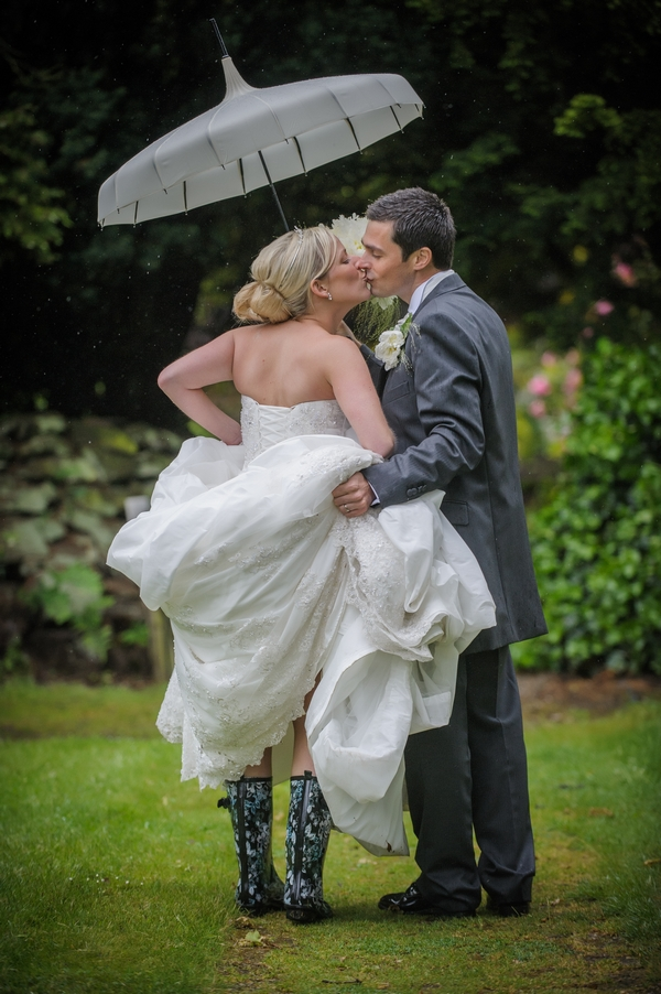 Bride and groom kissing under umbrella - Picture by Pixies in the Cellar