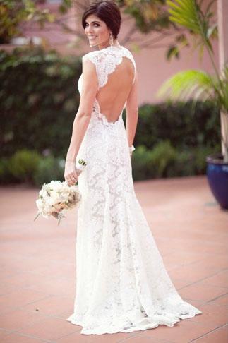 Bride wearing open back wedding dress - Picture by Joielala
