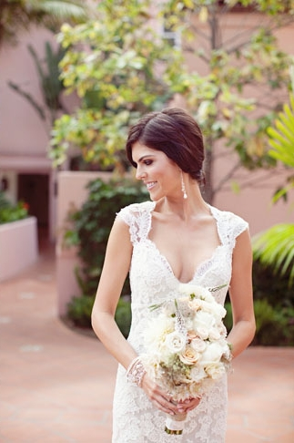 Bride in lace dress holding bridal bouquet - Picture by Joielala
