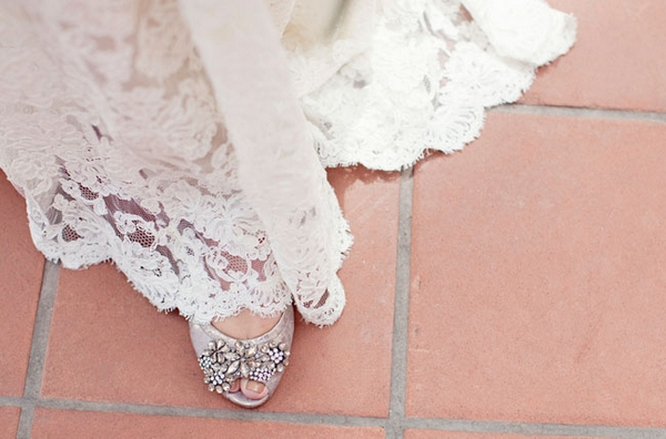 Bottom of lace wedding dress - Picture by Joielala