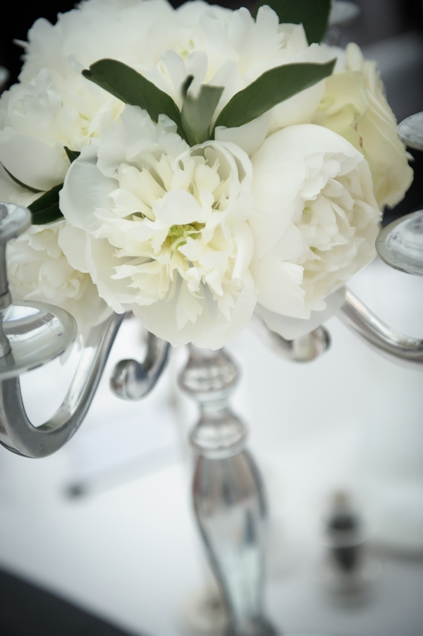 White peony wedding table flowers - Picture by Pixies in the Cellar