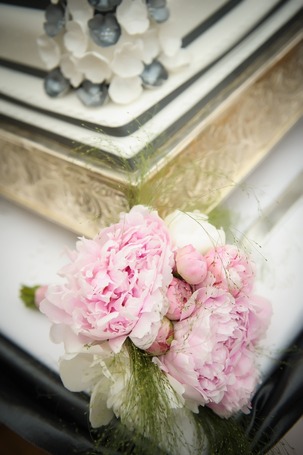 Pink wedding bouquet - Picture by Pixies in the Cellar