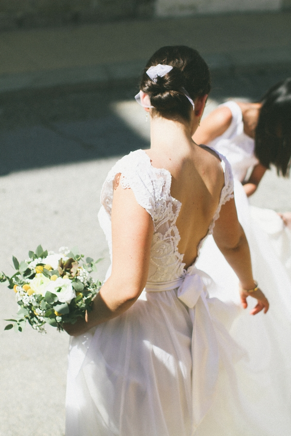 Back of bride's lace wedding dress - Picture by DanielRM