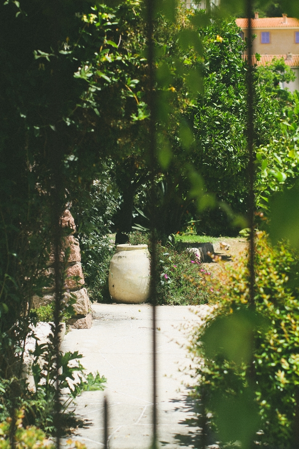 Iron bars in front of garden in Corsica - Picture by DanielRM