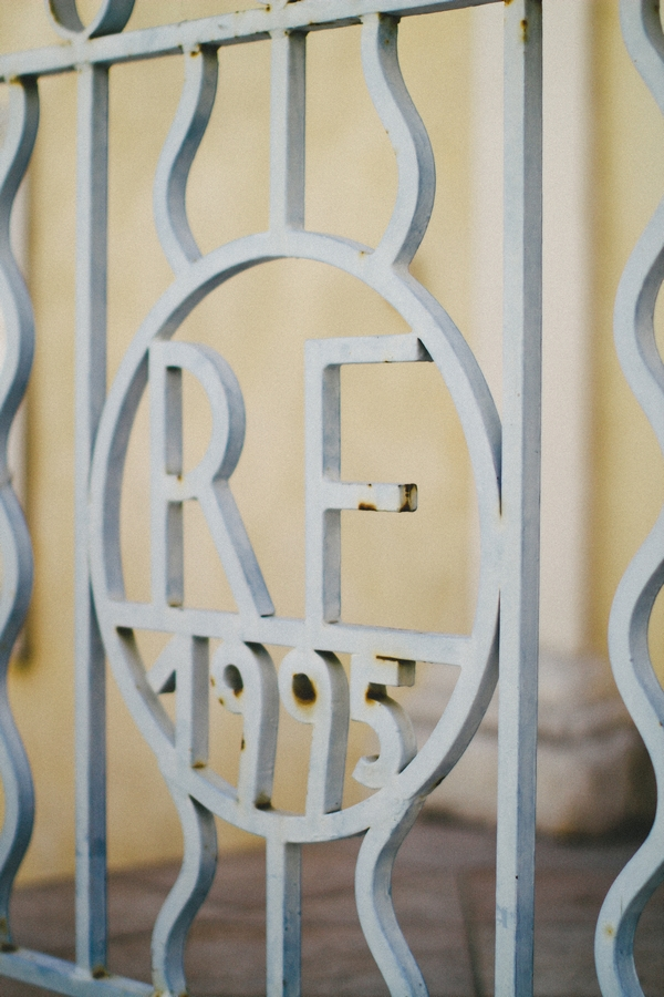 RF letters on blue gate - Picture by DanielRM