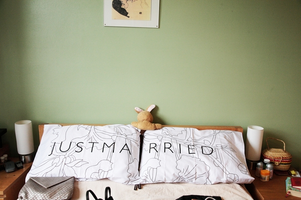 Just married pillows - Picture by Rebecca Prigmore Photography
