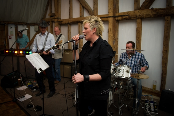 Wedding singer - Picture by Gareth Squance Photography