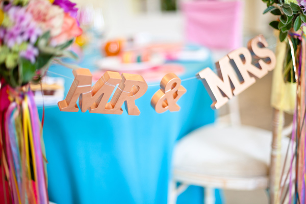 Mr and Mrs hanging sign - LoveLuxe Launch