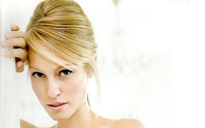 How to Create a Beehive Hairstyle