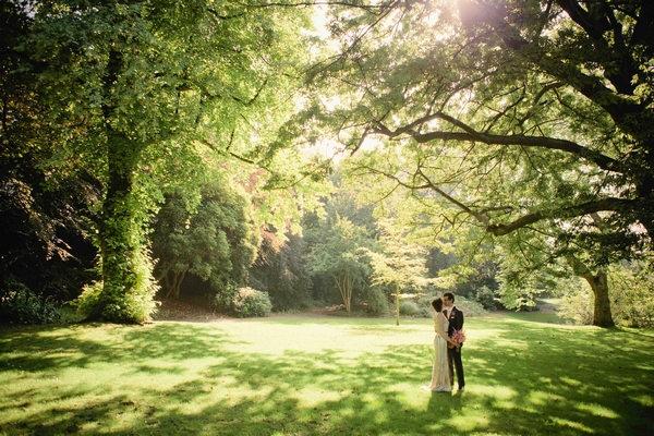 Bride and groom kissing under a tree - Picture by Jen Owens Images